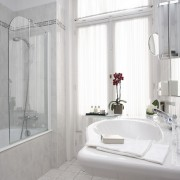 Glass emerges in bathroom trends