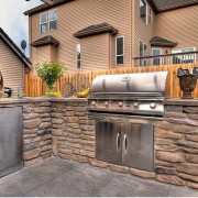 Incorporate Glass Into Outdoor Kitchen
